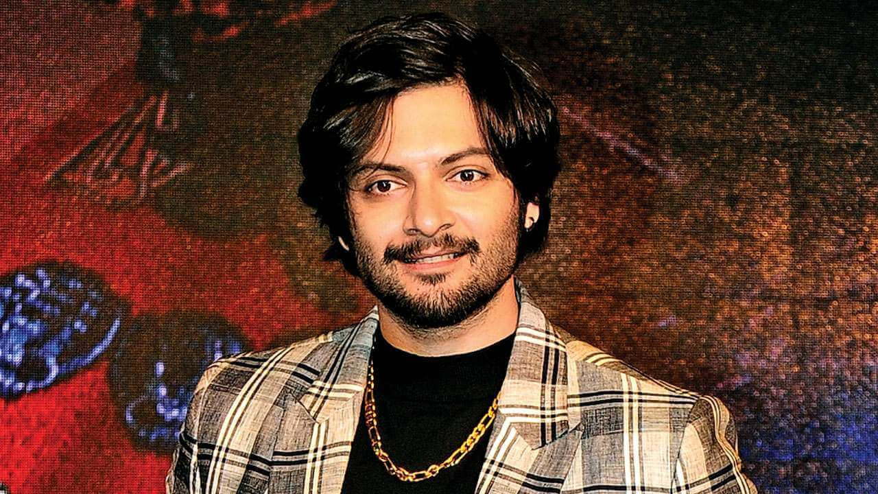 Ali Fazal Wife, Photos(images), Height, Age, Biography, Education, Net Worth, Family, Hairstyle, Date Of Birth, Details, Brother, Instagram, Twitter, Facebook, Wiki, Imdb (12)