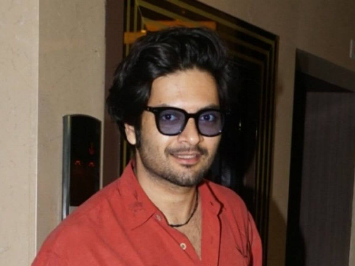 Ali Fazal Wife, Photos(images), Height, Age, Biography, Education, Net Worth, Family, Hairstyle, Date Of Birth, Details, Brother, Instagram, Twitter, Facebook, Wiki, Imdb (16)