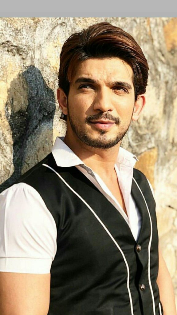 Arjun Bijlani Wife, Age, Son, Photos(image), Biography, Family, Height, Birthday, Sister, Hairstyle, Marriage, Net Worth, Education, Instagram, Twitter, Wiki, Facebook, Imdb (1)