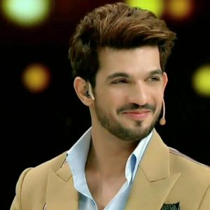 Arjun Bijlani Wife, Age, Son, Photos(image), Biography, Family, Height, Birthday, Sister, Hairstyle, Marriage, Net Worth, Education, Instagram, Twitter, Wiki, Facebook, Imdb (10)