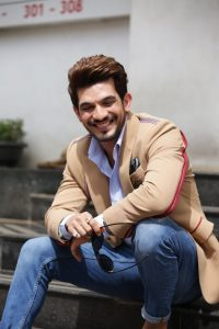 Arjun Bijlani Wife, Age, Son, Photos(image), Biography, Family, Height, Birthday, Sister, Hairstyle, Marriage, Net Worth, Education, Instagram, Twitter, Wiki, Facebook, Imdb (11)