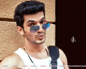 Arjun Bijlani Wife, Age, Son, Photos(image), Biography, Family, Height, Birthday, Sister, Hairstyle, Marriage, Net Worth, Education, Instagram, Twitter, Wiki, Facebook, Imdb (13)