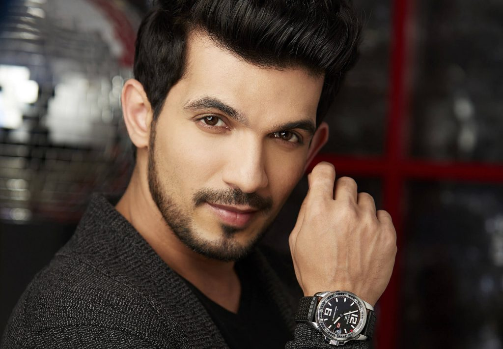 Arjun Bijlani wife, age, son, photos(image), biography, family, height, birthday, sister, hairstyle, marriage, net worth, education, instagram, twitter, wiki, facebook, imdb