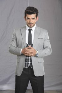 Arjun Bijlani Wife, Age, Son, Photos(image), Biography, Family, Height, Birthday, Sister, Hairstyle, Marriage, Net Worth, Education, Instagram, Twitter, Wiki, Facebook, Imdb (18)