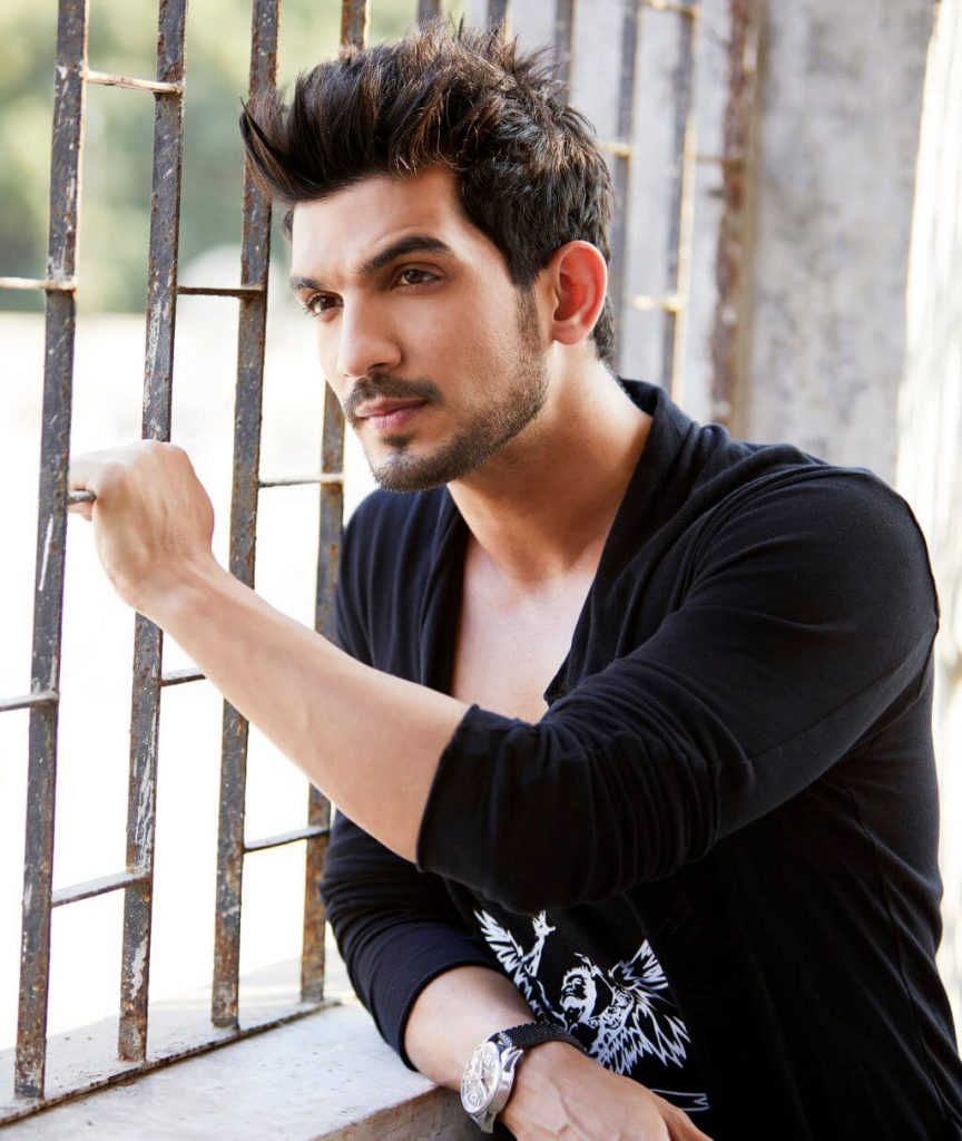 Arjun Bijlani Wife, Age, Son, Photos(image), Biography, Family, Height, Birthday, Sister, Hairstyle, Marriage, Net Worth, Education, Instagram, Twitter, Wiki, Facebook, Imdb (21)
