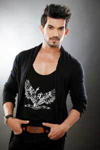Arjun Bijlani Wife, Age, Son, Photos(image), Biography, Family, Height, Birthday, Sister, Hairstyle, Marriage, Net Worth, Education, Instagram, Twitter, Wiki, Facebook, Imdb (24)