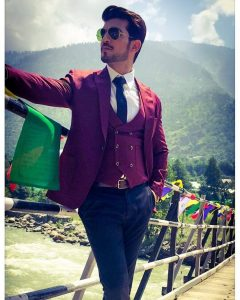 Arjun Bijlani Wife, Age, Son, Photos(image), Biography, Family, Height, Birthday, Sister, Hairstyle, Marriage, Net Worth, Education, Instagram, Twitter, Wiki, Facebook, Imdb (36)