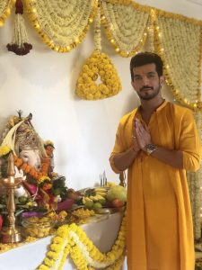 Arjun Bijlani Wife, Age, Son, Photos(image), Biography, Family, Height, Birthday, Sister, Hairstyle, Marriage, Net Worth, Education, Instagram, Twitter, Wiki, Facebook, Imdb (37)