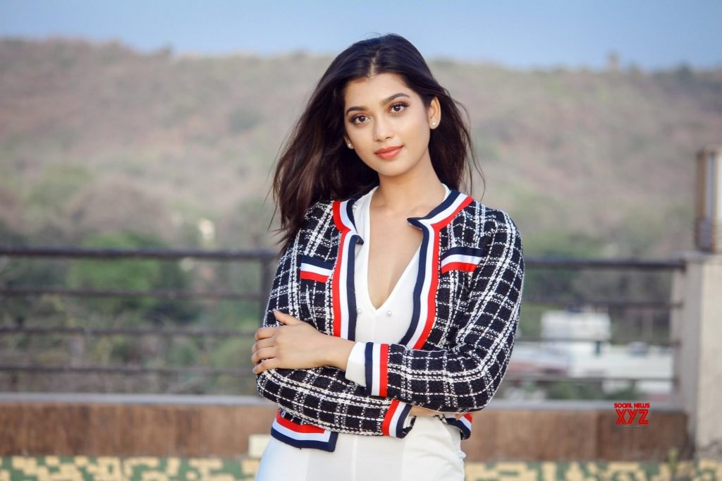 Digangana Suryavanshi Age, Biography, Pic(images), Height, Parents, Father, Date Of Birth, Family, Boyfriend, Hair, Education, Instagram, Wiki, Facebook, Twitter, Imdb (4)