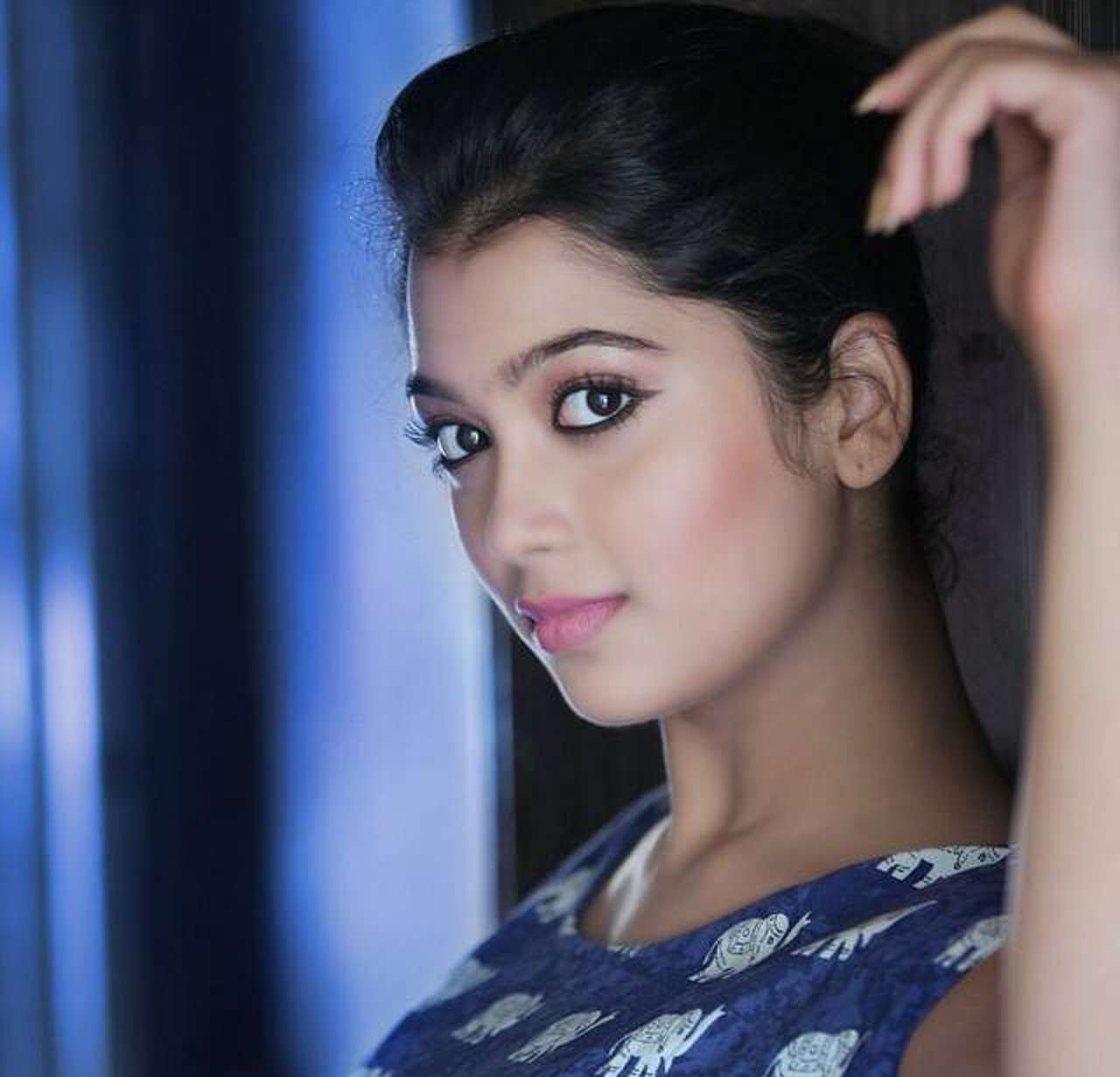 Digangana Suryavanshi Age, Biography, Pic(images), Height, Parents, Father, Date Of Birth, Family, Boyfriend, Hair, Education, Instagram, Wiki, Facebook, Twitter, Imdb (46)