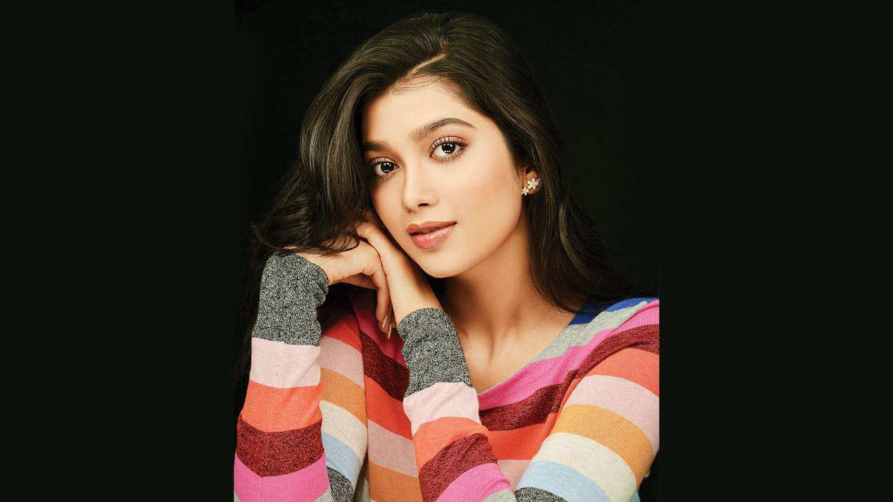 Digangana Suryavanshi age, biography, pic(images), height, parents, father, date of birth, family, boyfriend, hair, education, instagram, wiki, facebook, twitter, imdb