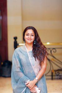 Jyothika Surya (jyothika Sadanah Saravanan) Age, Photos(images), Height, Husband, Family, Biography, Birthday, Daughter, Marriage, Real Name, Education, Net Worth, Instagram, Wiki, Facebook, Twitte ( (2)