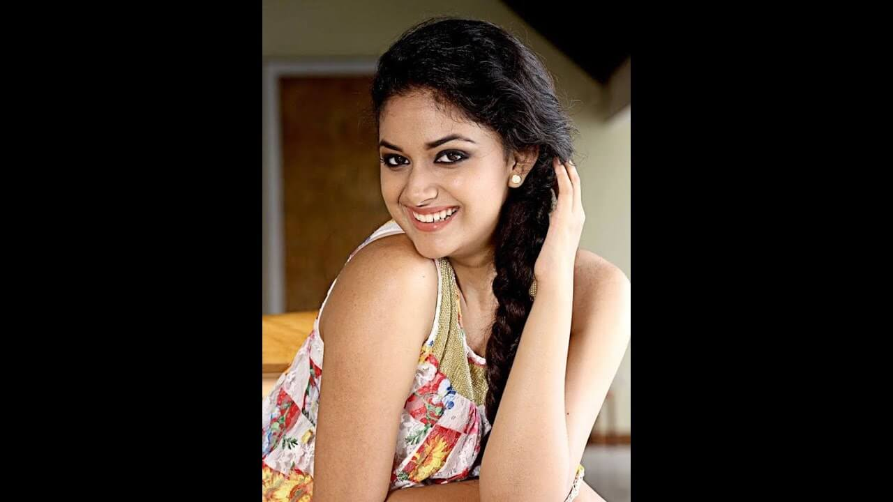 Keerthy Suresh Photos(images), Age, Family, Birthday, Biography, Height, Mother, Father, Details, Husband, Net Worth, Education, Wiki, Twitter, Facebook, Website, Imdb, Instagram (3)