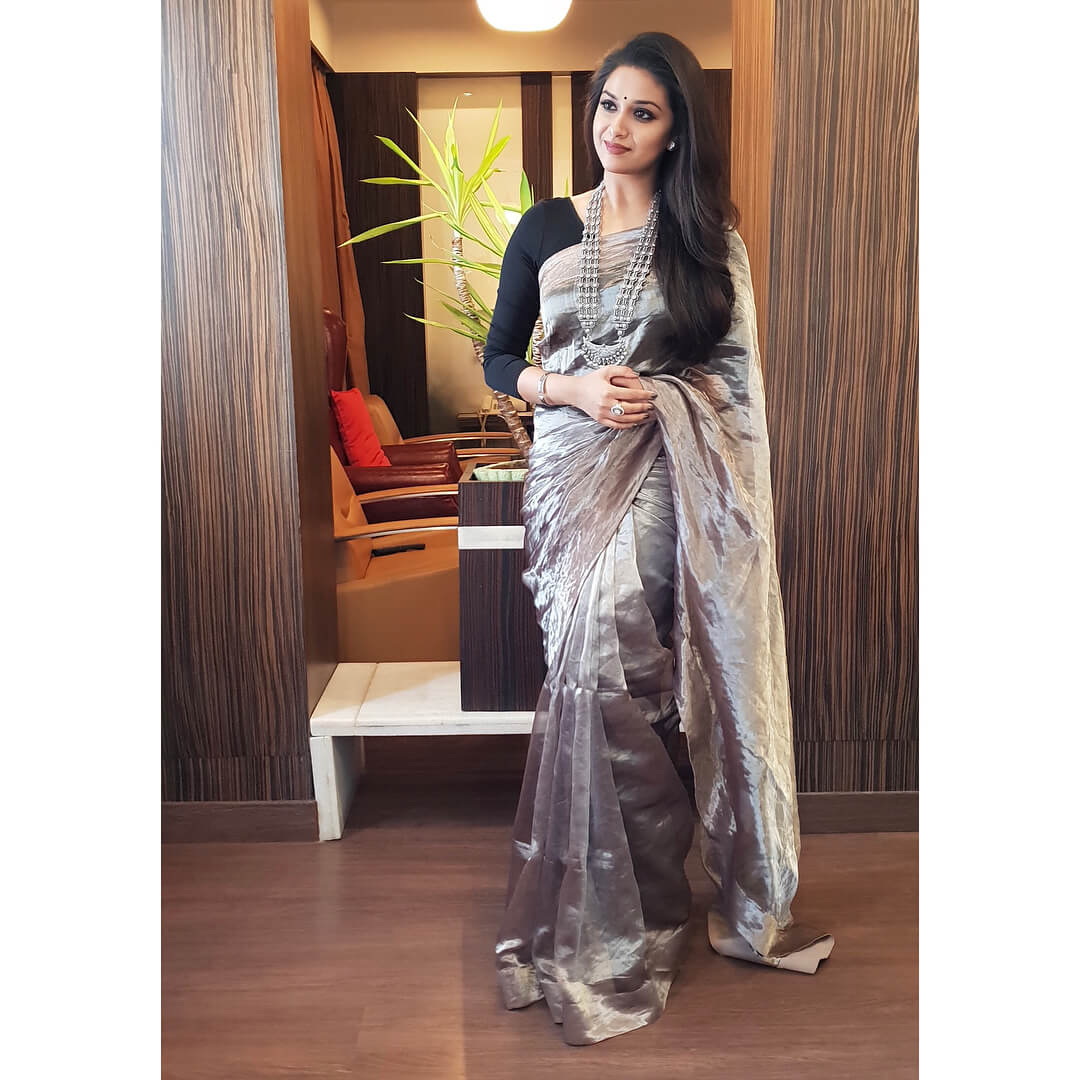 Keerthy Suresh Photos(images), Age, Family, Birthday, Biography, Height, Mother, Father, Details, Husband, Net Worth, Education, Wiki, Twitter, Facebook, Website, Imdb, Instagram (32)