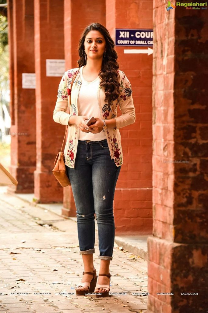 Keerthy Suresh Photos(images), Age, Family, Birthday, Biography, Height, Mother, Father, Details, Husband, Net Worth, Education, Wiki, Twitter, Facebook, Website, Imdb, Instagram (54)