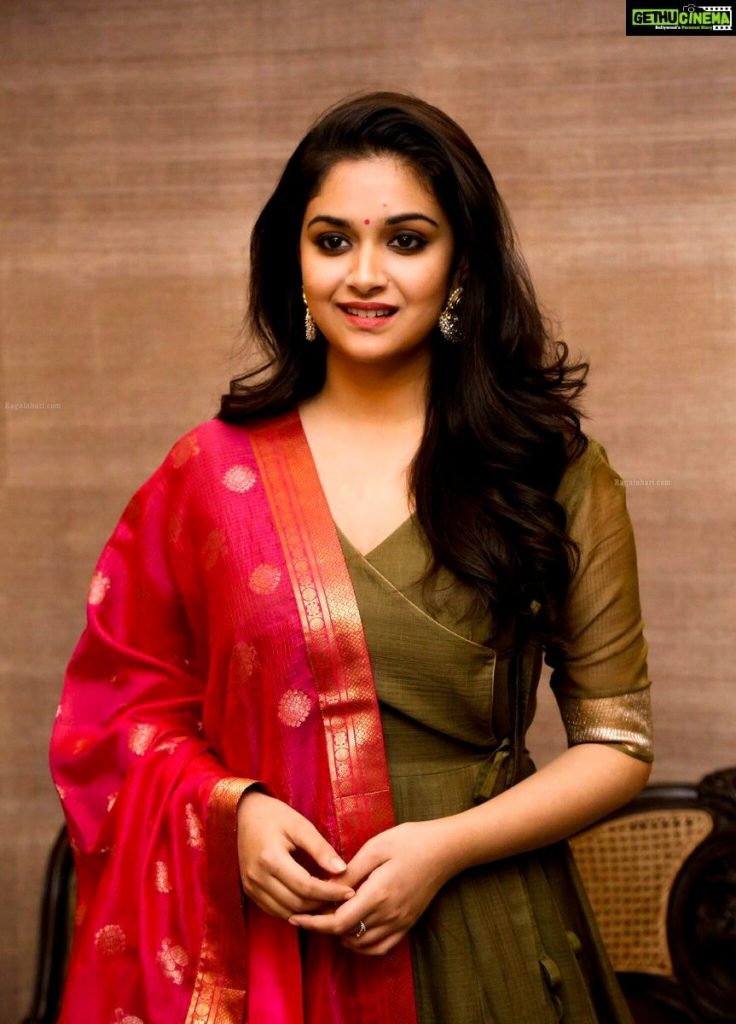 Keerthy Suresh Photos(images), Age, Family, Birthday, Biography, Height, Mother, Father, Details, Husband, Net Worth, Education, Wiki, Twitter, Facebook, Website, Imdb, Instagram (65)