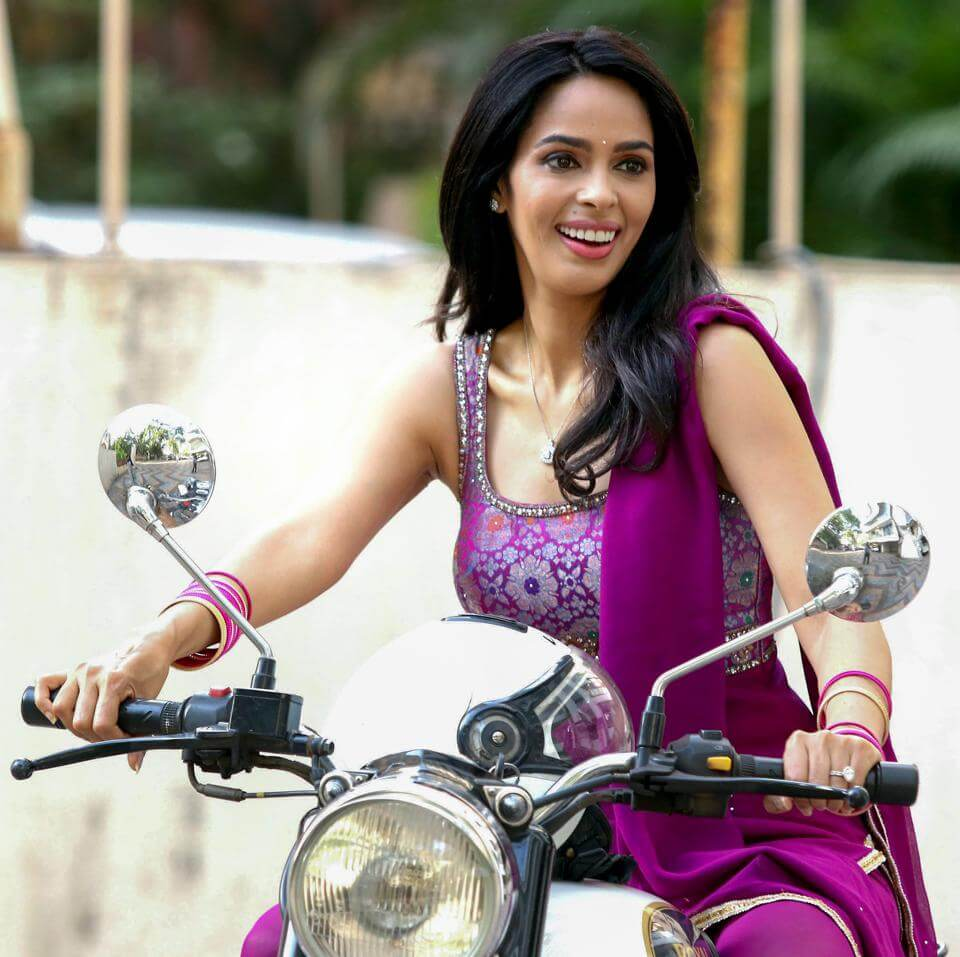 Mallika Sherawat Family, Marriage, Husband Name, Age, Height, Wallpapers, Birthday, Biography, Details, Birthplace, Instagram, Wiki, Imdb, Twitter, Youtube, Facebook, Awards, Website (19)