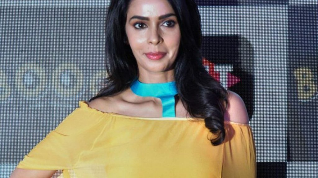 Mallika Sherawat Family, Marriage, Husband Name, Age, Height, Wallpapers, Birthday, Biography, Details, Birthplace, Instagram, Wiki, Imdb, Twitter, Youtube, Facebook, Awards, Website (69)
