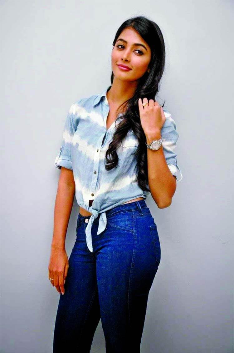 Pooja Hegde Age, Images(photos), Height, Biography, Birthday, Family, Education, Net Worth, Boyfriend, Father, History, Instagram, Wiki, Facebook, Twitter, Imdb (11)