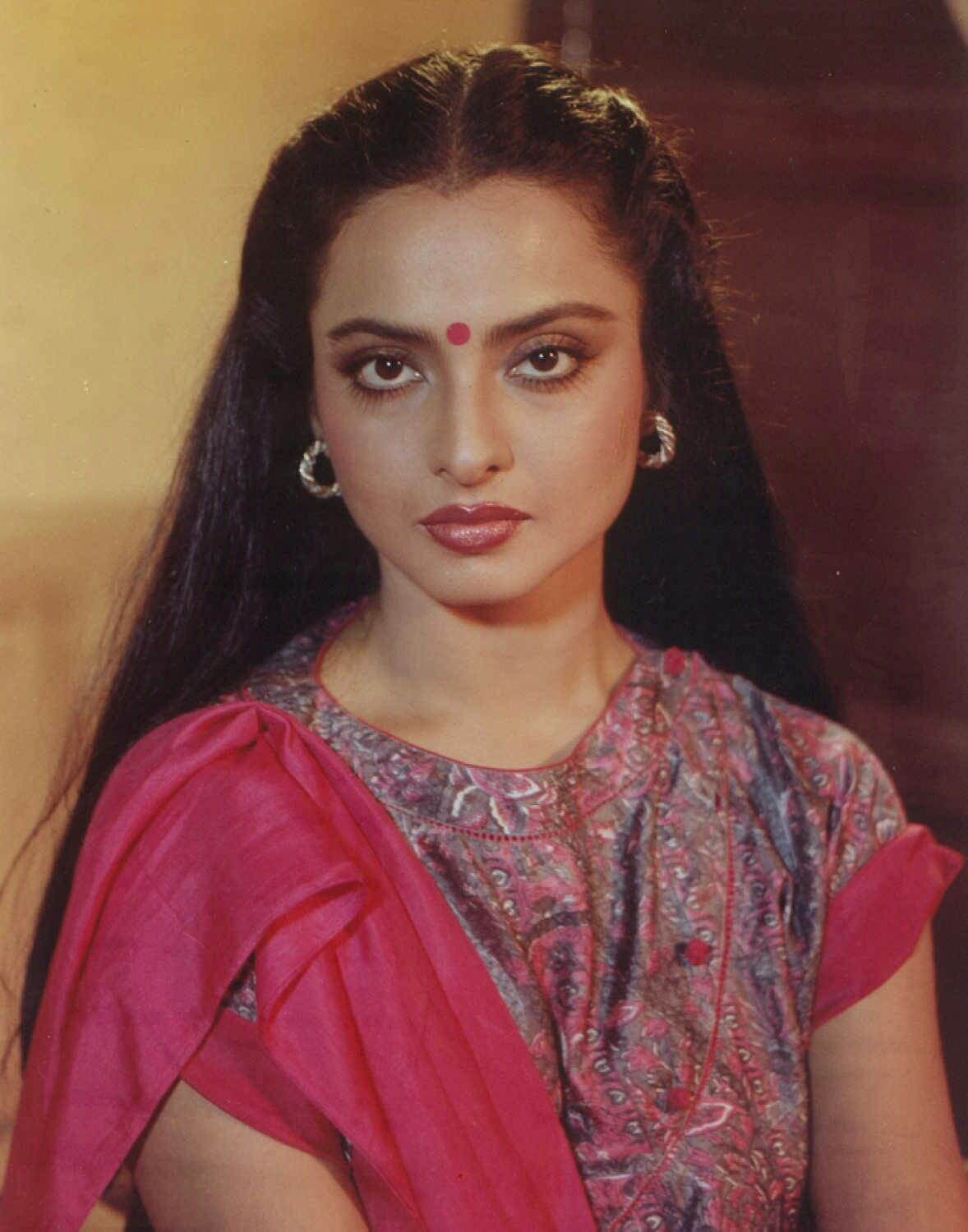 Rekha Age, Husband, Photos(images), Biography, Date Of Birth, Family, Height, Net Worth, Children, Wiki, Instagram, Facebook, Twitter, Education, Youtube, Residence, Awards, Imdb (37)