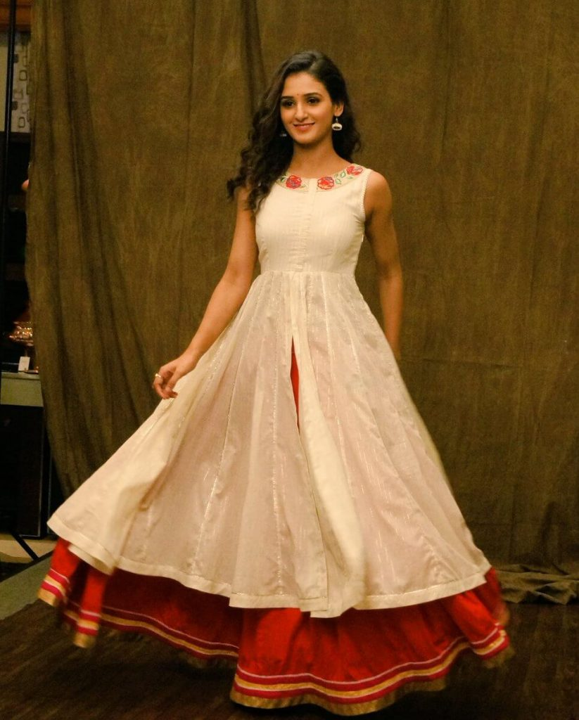 Shakti Mohan Age, Sisters, Husband, Dancer, Biography, Family, Height, Image(photos), Date Of Birth, Net Worth, Twitter, Facebook, Wiki, Haircut, Instagram, Imdb, Youtube (19)
