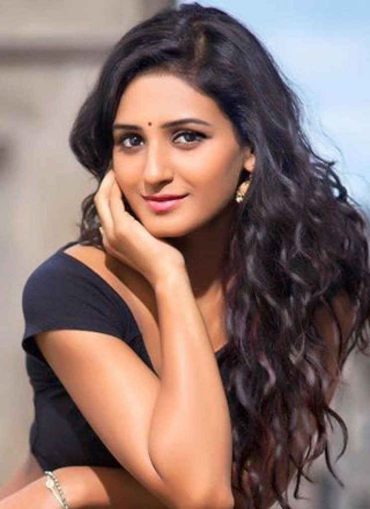 Shakti Mohan Age, Sisters, Husband, Dancer, Biography, Family, Height, Image(photos), Date Of Birth, Net Worth, Twitter, Facebook, Wiki, Haircut, Instagram, Imdb, Youtube (50)