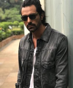 Arjun Rampal Wife, Girlfriend, Age, Daughters, Net Worth, Height, Biography, Family, Image(photo), Mother, Child, Date Of Birth, Hairstyle, Wiki, Facebook, Twitter, Instagram, Imdb (21)