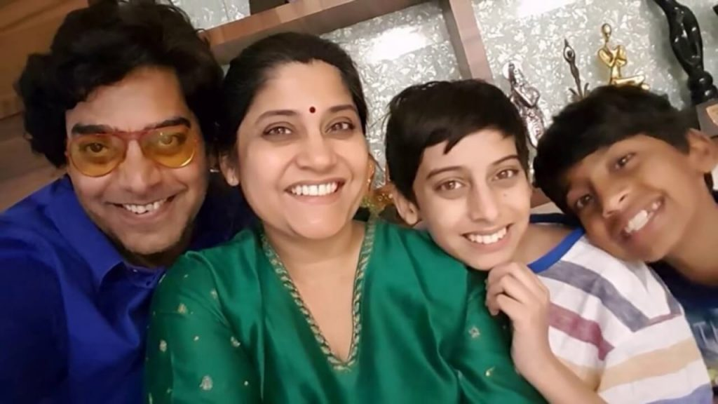 Ashutosh Rana Wife, Age, Biography, Family, Net Worth, Height, Image(photo), Son, Birthday, Awards, Child, Education, Wiki, Instagram, Twitter, Imdb, Facebook (28)