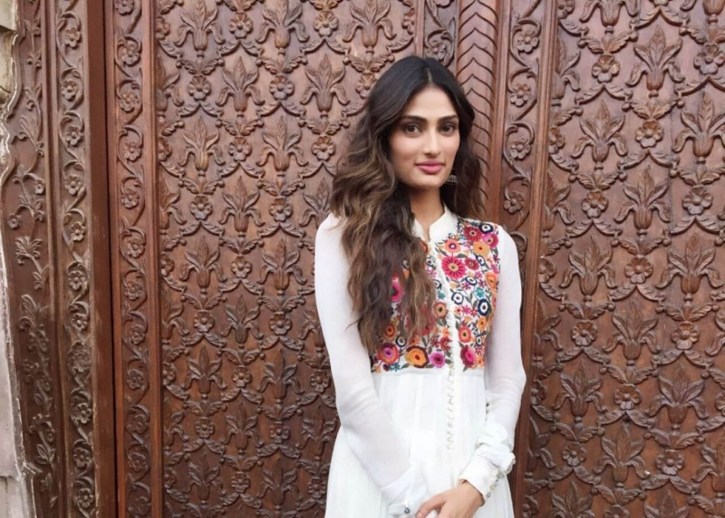 Athiya Shetty Photos(image), Age, Height, Boyfriend, Biography, Father, Education, Family, Date Of Birth, Net Worth, Details, Yoga, Wiki, Instagram, Twitter, Facebook, Imdb (6)