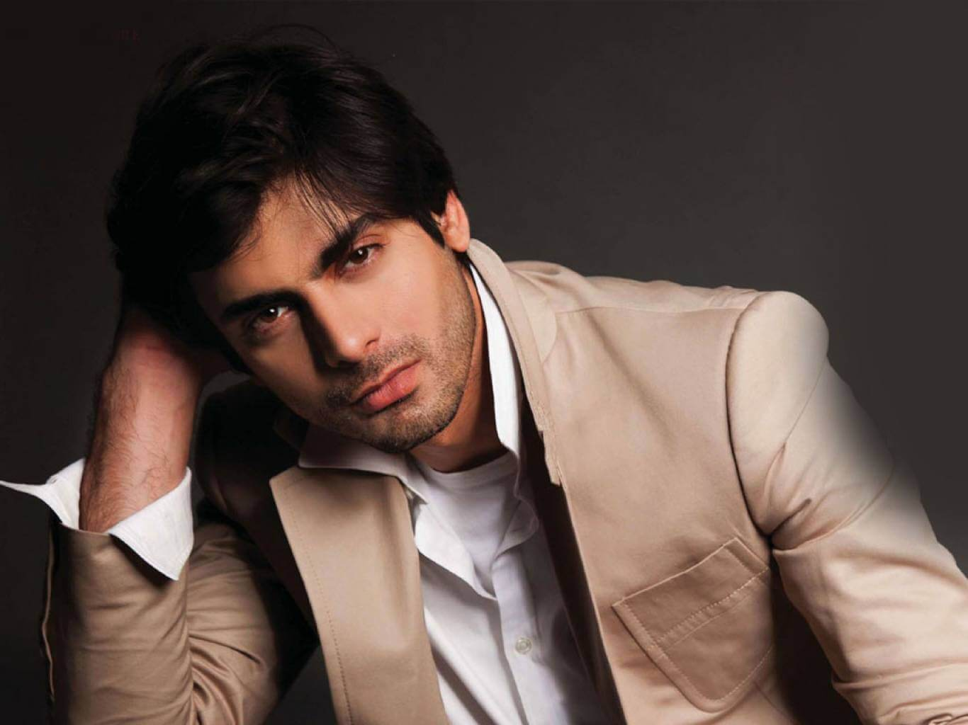 Fawad Khan Wife, Age, Images(photos), Height, Beard, Net Worth, Hairstyle, Family, Biography, Birthday, Daughter, Awards, Education, News, Instagram, Wiki, Facebook, Twitter, Imdb, Website (19)