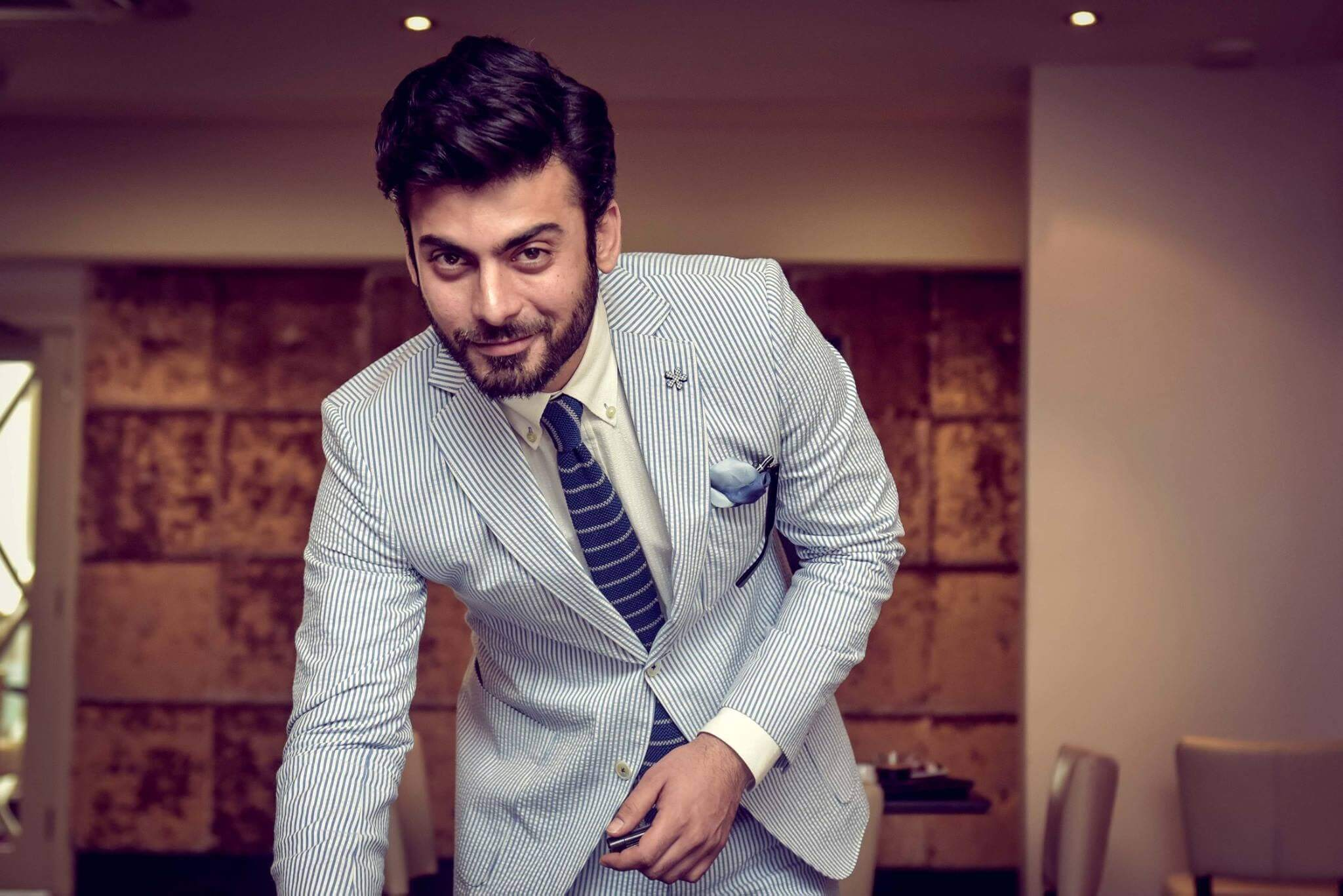 Fawad Khan Wife, Age, Images(photos), Height, Beard, Net Worth, Hairstyle, Family, Biography, Birthday, Daughter, Awards, Education, News, Instagram, Wiki, Facebook, Twitter, Imdb, Website (36)
