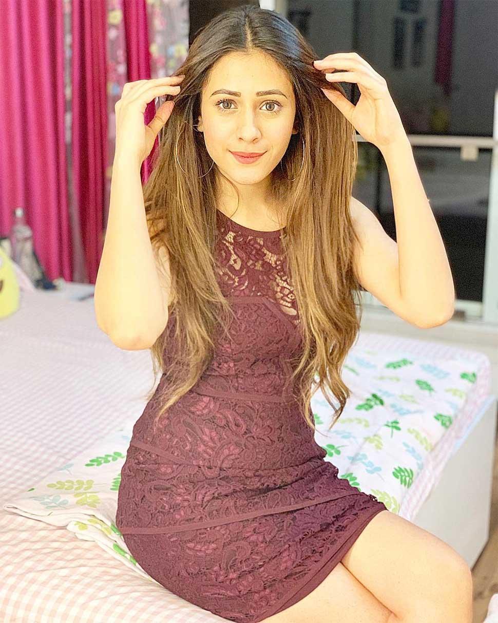 Hiba Nawab Image(photos), Biography, Age, Birthday, Husband, About, Family, Education, Net Worth, Father, Hairstyle, Awards, Instagram, Facebook, Twitter, Wiki, Youtube, Imdb (27)