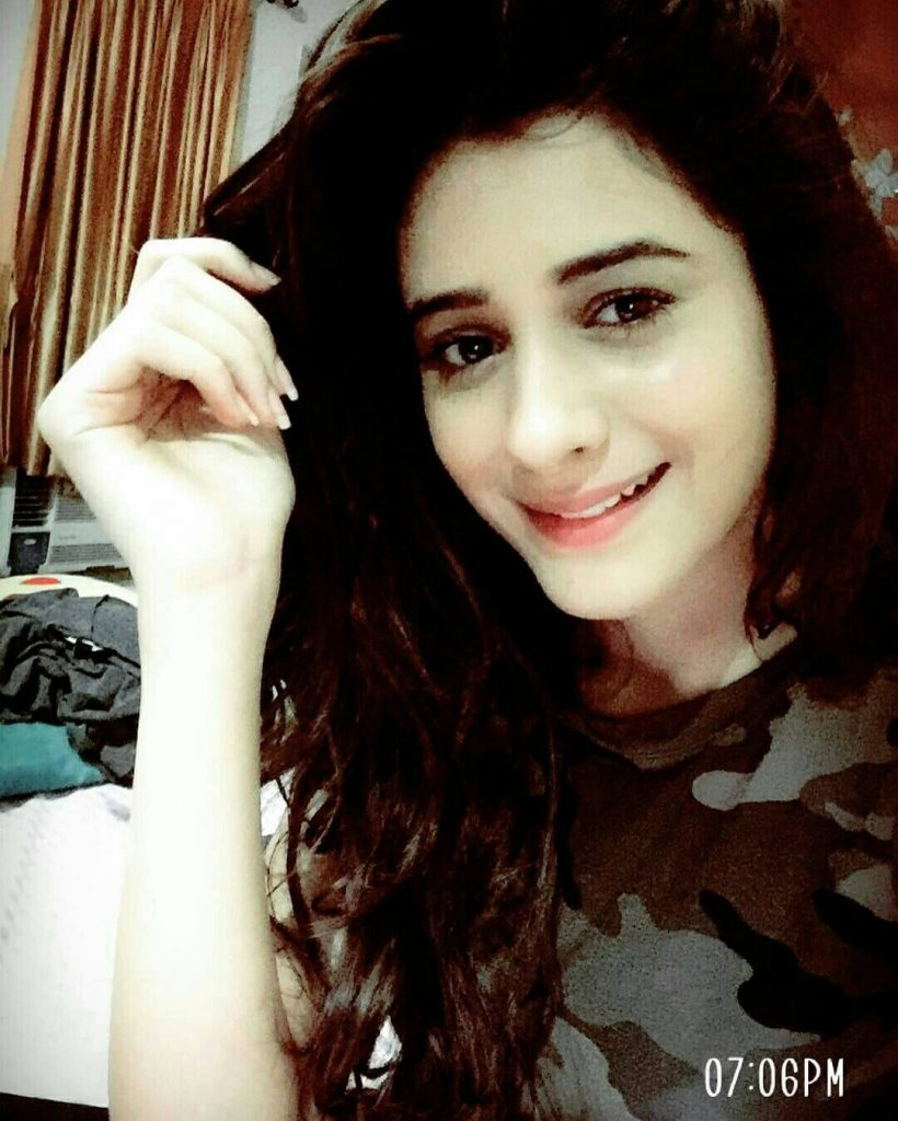 Hiba Nawab Image(photos), Biography, Age, Birthday, Husband, About, Family, Education, Net Worth, Father, Hairstyle, Awards, Instagram, Facebook, Twitter, Wiki, Youtube, Imdb (28)