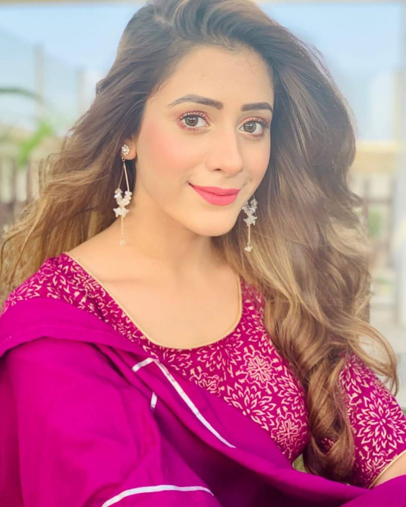 Hiba Nawab Image(photos), Biography, Age, Birthday, Husband, About, Family, Education, Net Worth, Father, Hairstyle, Awards, Instagram, Facebook, Twitter, Wiki, Youtube, Imdb (40)