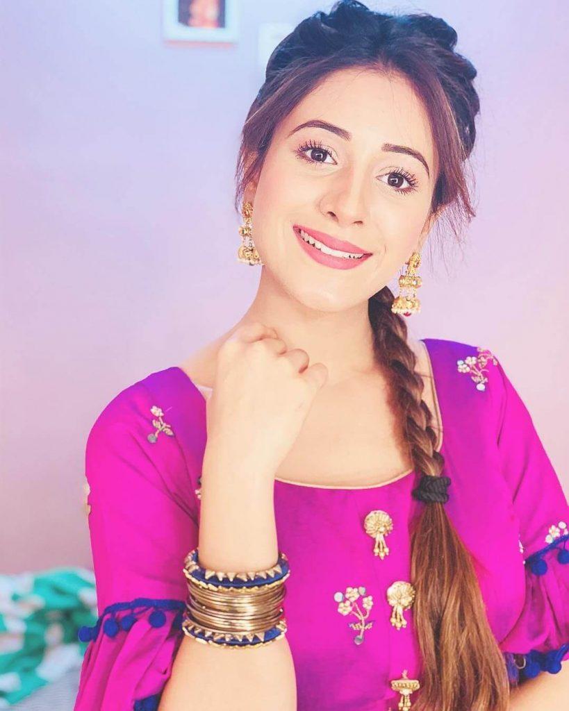 Hiba Nawab Image(photos), Biography, Age, Birthday, Husband, About, Family, Education, Net Worth, Father, Hairstyle, Awards, Instagram, Facebook, Twitter, Wiki, Youtube, Imdb (50)