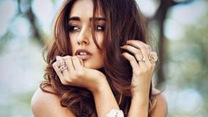 Ileana D'cruz Husband, Age, Images(photos), Marriage, Height, Biography, Sister, Date Of Birth, Net Worth, Family, Child, Details, Education, Yoga, Instagram, Wiki, Twitter, Awards, Facebook,