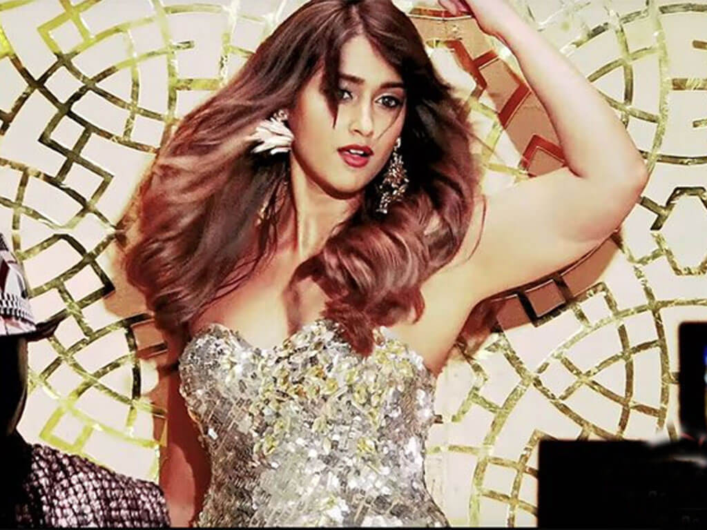 Ileana D'cruz Husband, Age, Images(photos), Marriage, Height, Biography, Sister, Date Of Birth, Net Worth, Family, Child, Details, Education, Yoga, Instagram, Wiki, Twitter, Awards, Facebook, ( (18)
