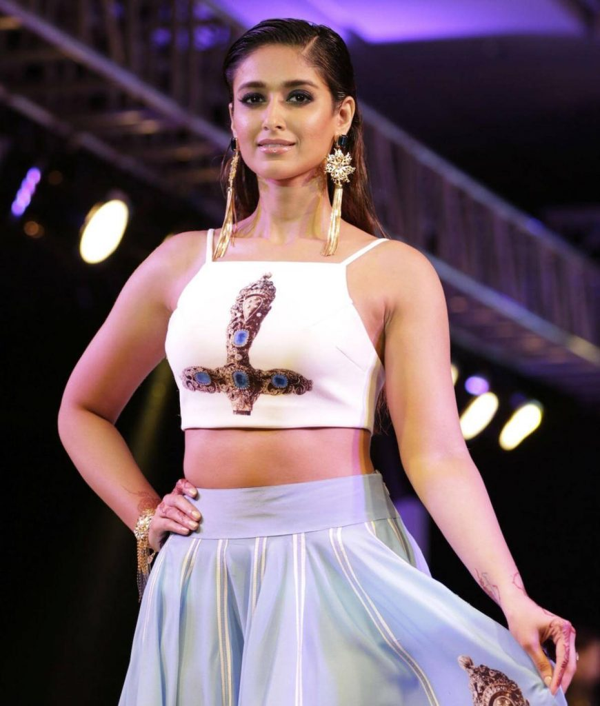 Ileana D'cruz Husband, Age, Images(photos), Marriage, Height, Biography, Sister, Date Of Birth, Net Worth, Family, Child, Details, Education, Yoga, Instagram, Wiki, Twitter, Awards, Facebook, ( (27)