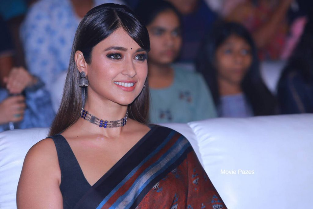 Ileana D'cruz Husband, Age, Images(photos), Marriage, Height, Biography, Sister, Date Of Birth, Net Worth, Family, Child, Details, Education, Yoga, Instagram, Wiki, Twitter, Awards, Facebook, ( (29)
