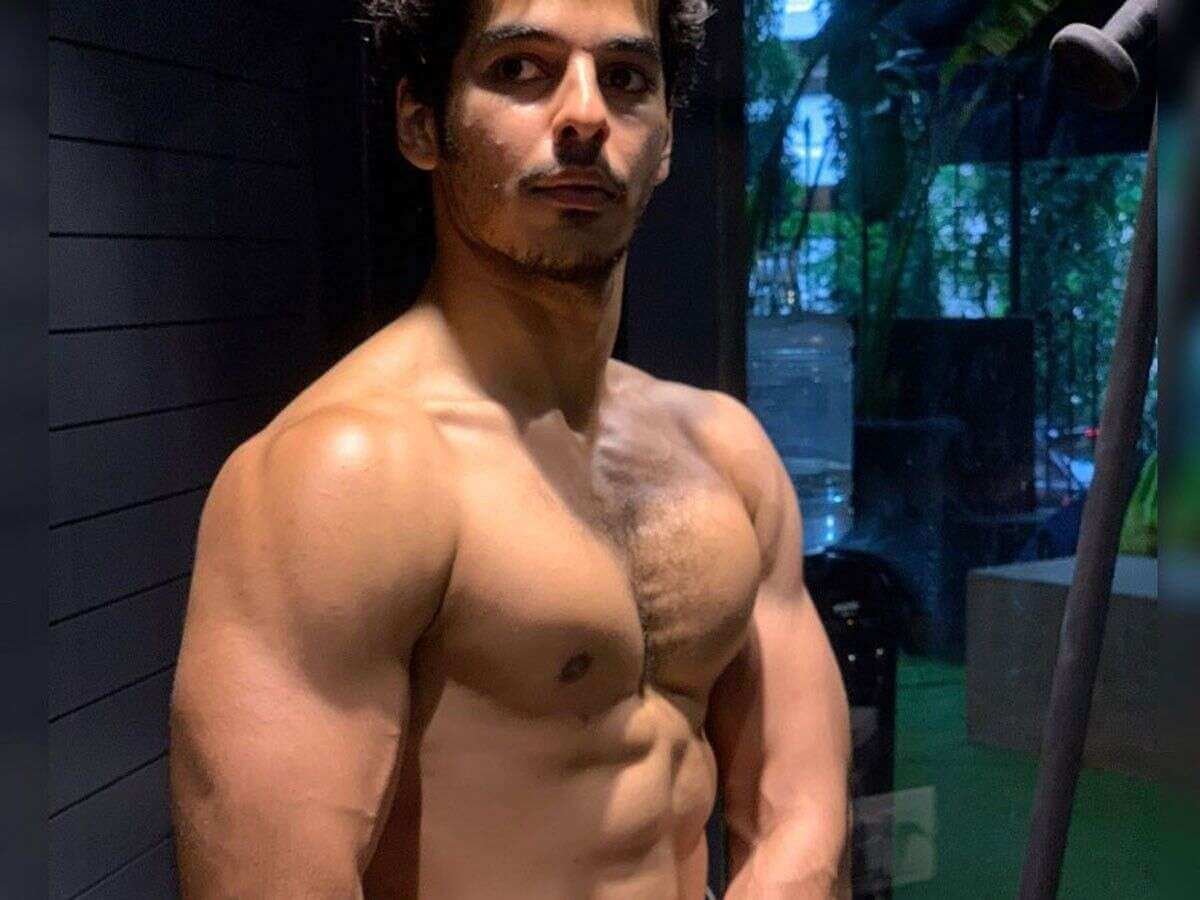 Ishaan Khattar Mother, Family, Height, Age, Father, Biography, Brother, Photos(images), Birthday, Girlfriend, Net Worth, Instagram, Twitter, Facebook, Imdb, Wiki, History (48)