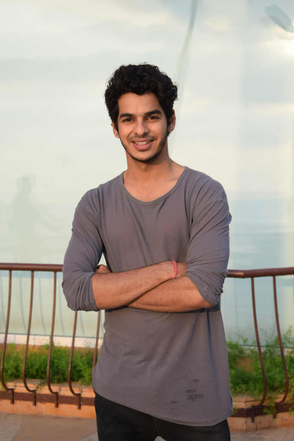 Ishaan Khattar Mother, Family, Height, Age, Father, Biography, Brother, Photos(images), Birthday, Girlfriend, Net Worth, Instagram, Twitter, Facebook, Imdb, Wiki, History (9)