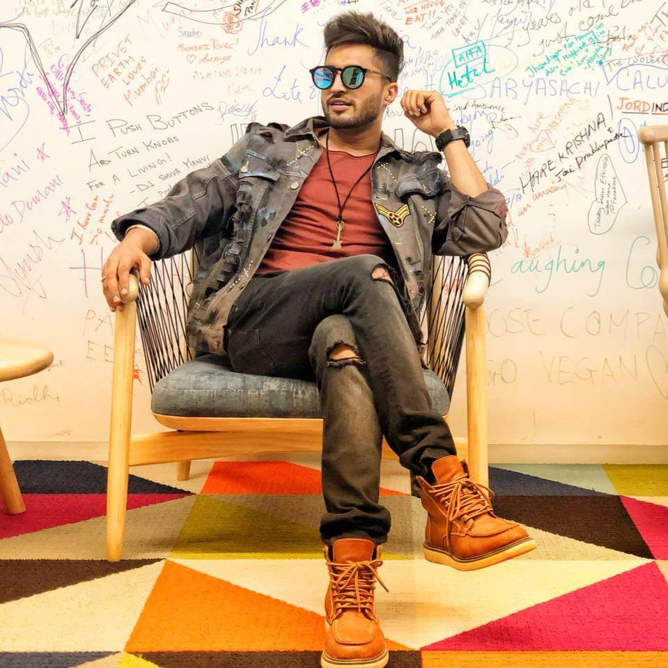 Jassie Gill Song, Photos(images), Hairstyle, Wife, Age, Biography, Birthday, Height, Family, Girlfriend, Education, Net Worth, Website, Wiki, Twitter, Instagram, Imdb, Youtube, Facebook (13)