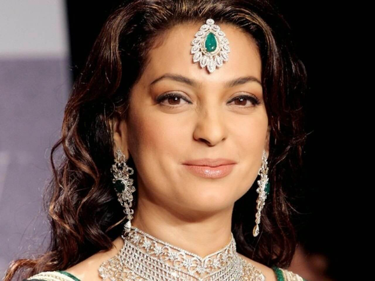 Juhi Chawla Photos, Daughter, Husband, Age, Family, Kids, Date Of Birth, Biography, Height, Miss India, Marriage, Son, Awards, Education, Net Worth, Details, Instagram, Wiki, Facebook, Twitter, ( (11)