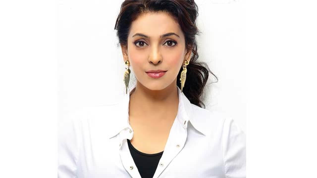 Juhi Chawla Photos, Daughter, Husband, Age, Family, Kids, Date Of Birth, Biography, Height, Miss India, Marriage, Son, Awards, Education, Net Worth, Details, Instagram, Wiki, Facebook, Twitter, ( (13)