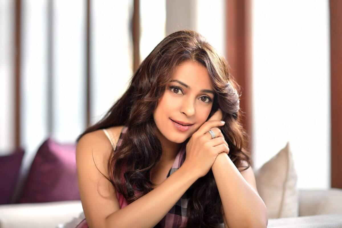 Juhi Chawla Photos, Daughter, Husband, Age, Family, Kids, Date Of Birth, Biography, Height, Miss India, Marriage, Son, Awards, Education, Net Worth, Details, Instagram, Wiki, Facebook, Twitter, ( (19)