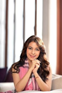 Juhi Chawla Photos, Daughter, Husband, Age, Family, Kids, Date Of Birth, Biography, Height, Miss India, Marriage, Son, Awards, Education, Net Worth, Details, Instagram, Wiki, Facebook, Twitter, ( (26)