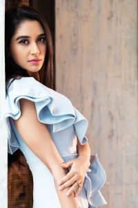 Nikita Dutta Age, Biography, Photos(images), Father, Birthday, Education, Family, Height, Net Worth, Boyfriend, Instagram, Wiki, Facebook, Imdb, Twitter (34)