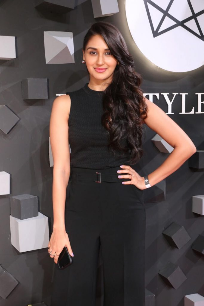 Nikita Dutta Age, Biography, Photos(images), Father, Birthday, Education, Family, Height, Net Worth, Boyfriend, Instagram, Wiki, Facebook, Imdb, Twitter (48)