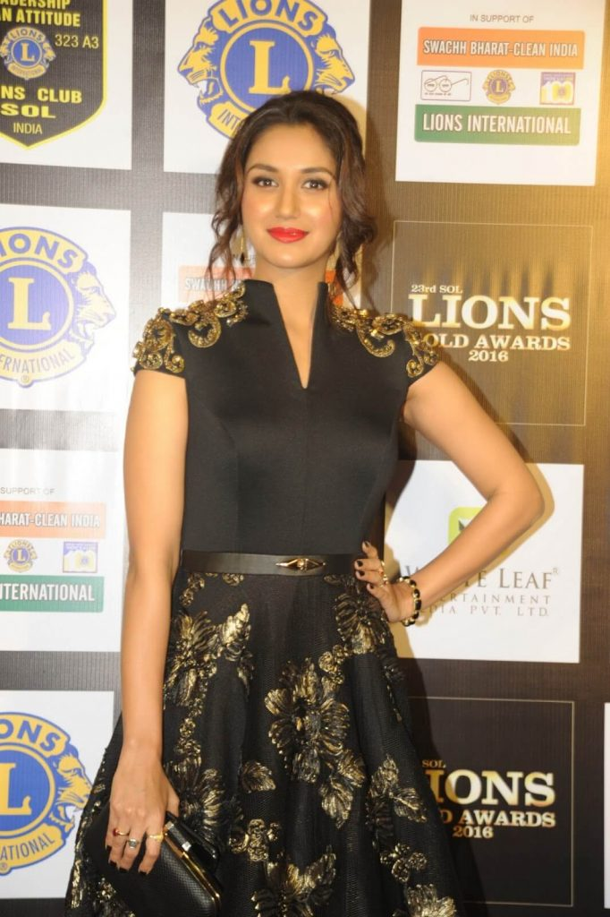 Nikita Dutta Age, Biography, Photos(images), Father, Birthday, Education, Family, Height, Net Worth, Boyfriend, Instagram, Wiki, Facebook, Imdb, Twitter (50)