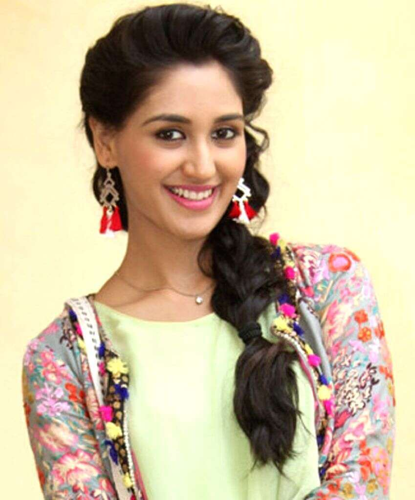 Nikita Dutta Age, Biography, Photos(images), Father, Birthday, Education, Family, Height, Net Worth, Boyfriend, Instagram, Wiki, Facebook, Imdb, Twitter (61)